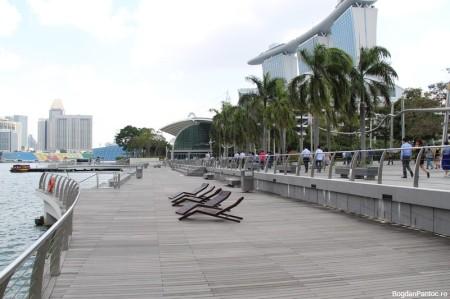 O parte din esplanada Marina Bay