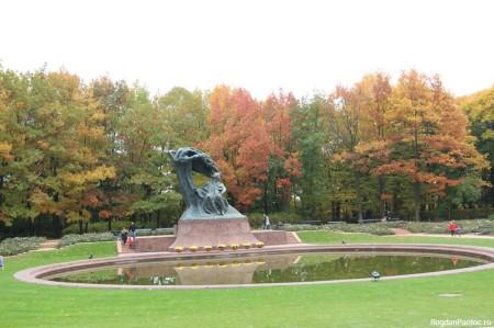Statuia lui Frédéric Chopin din Parcul Bailor Regale
