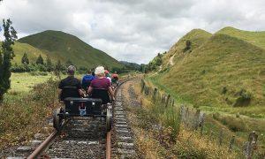 Cu bicicletele pe calea ferata la Forgotten World Adventures, Taumarunui – Noua Zeelanda