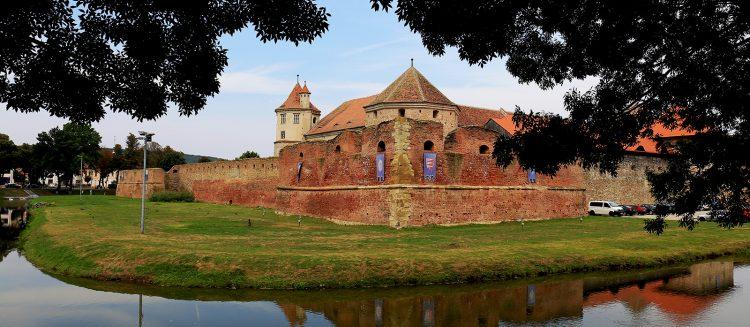 Calator prin Romania: Spre Faust cu opriri la Rasnov, Fagaras si Viscri