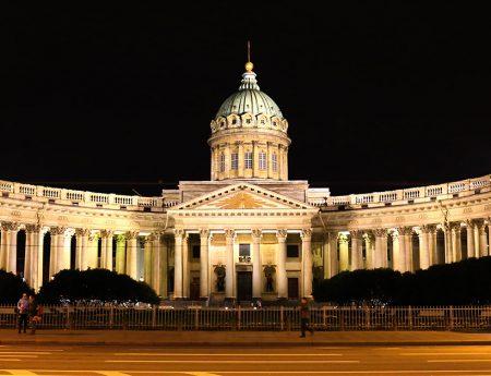St. Petersburg, o plimbare nocturna in imagini