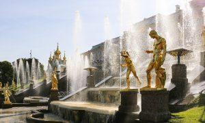 La pas prin gradinile si palatele complexului Peterhof – St. Petersburg, Rusia