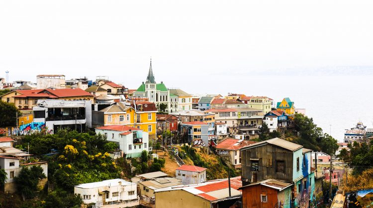 La pas prin multicolorul Valparaiso, Chile